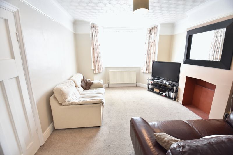 3 bedroom Mid Terrace to buy in Strathmore Avenue, Luton - Photo 6