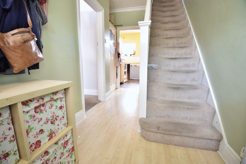 3 bedroom Mid Terrace to buy in Strathmore Avenue, Luton - Photo 12