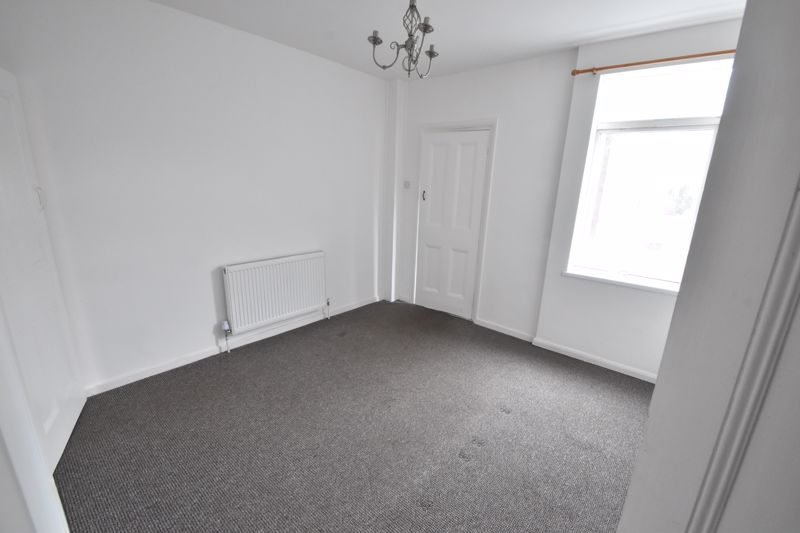 2 bedroom Mid Terrace to buy in Newcombe Road, Luton - Photo 3
