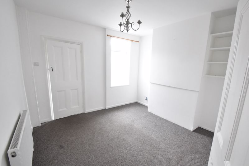 2 bedroom Mid Terrace to buy in Newcombe Road, Luton - Photo 4