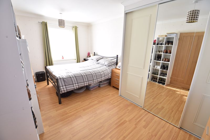 3 bedroom Mid Terrace to buy in Taunton Avenue, Luton - Photo 7