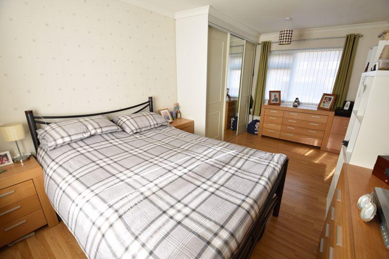 3 bedroom Mid Terrace to buy in Taunton Avenue, Luton - Photo 8