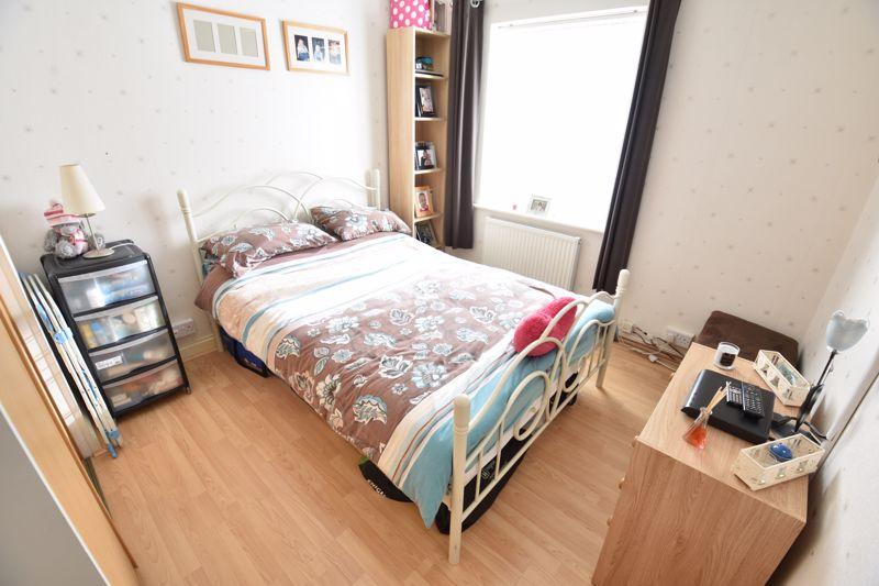 3 bedroom Mid Terrace to buy in Taunton Avenue, Luton - Photo 9