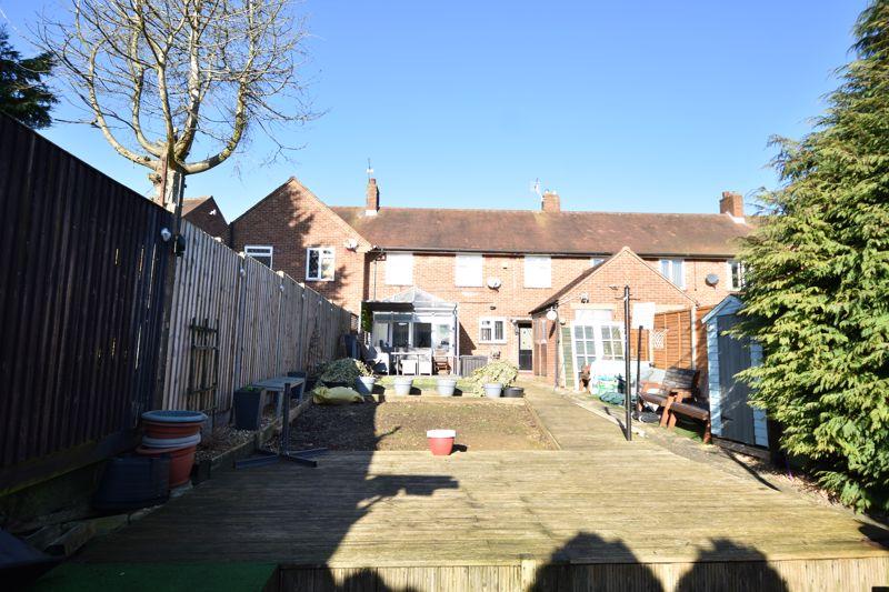 3 bedroom Mid Terrace to buy in Taunton Avenue, Luton - Photo 12