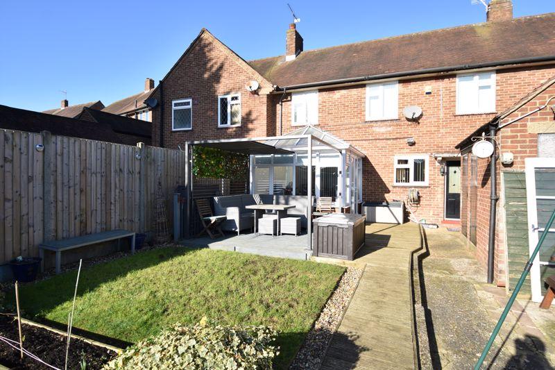 3 bedroom Mid Terrace to buy in Taunton Avenue, Luton - Photo 14