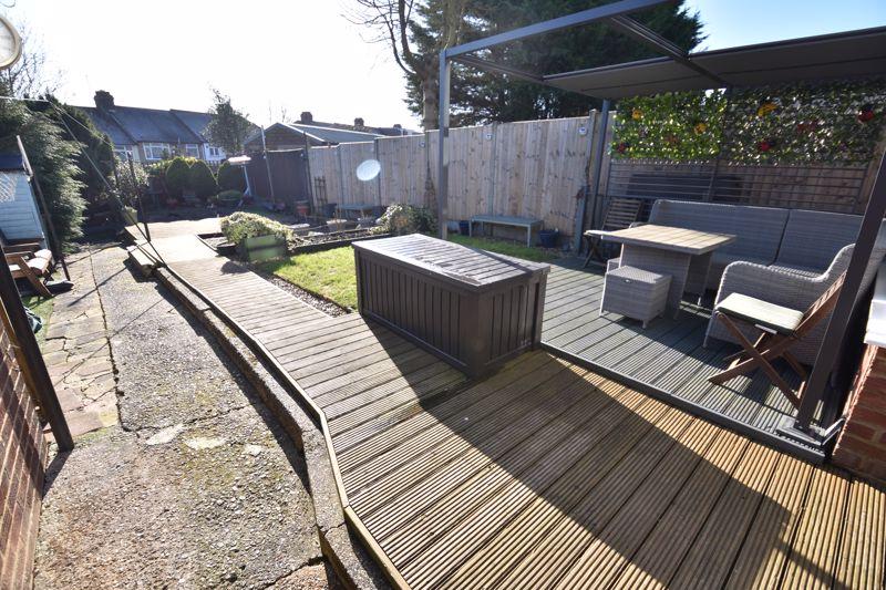 3 bedroom Mid Terrace to buy in Taunton Avenue, Luton - Photo 15