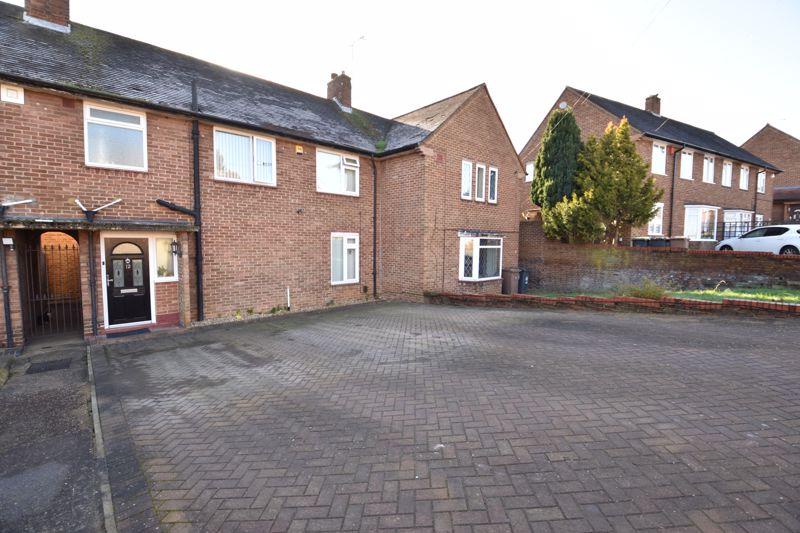 3 bedroom Mid Terrace to buy in Taunton Avenue, Luton - Photo 1