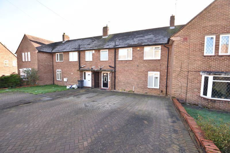 3 bedroom Mid Terrace to buy in Taunton Avenue, Luton - Photo 2