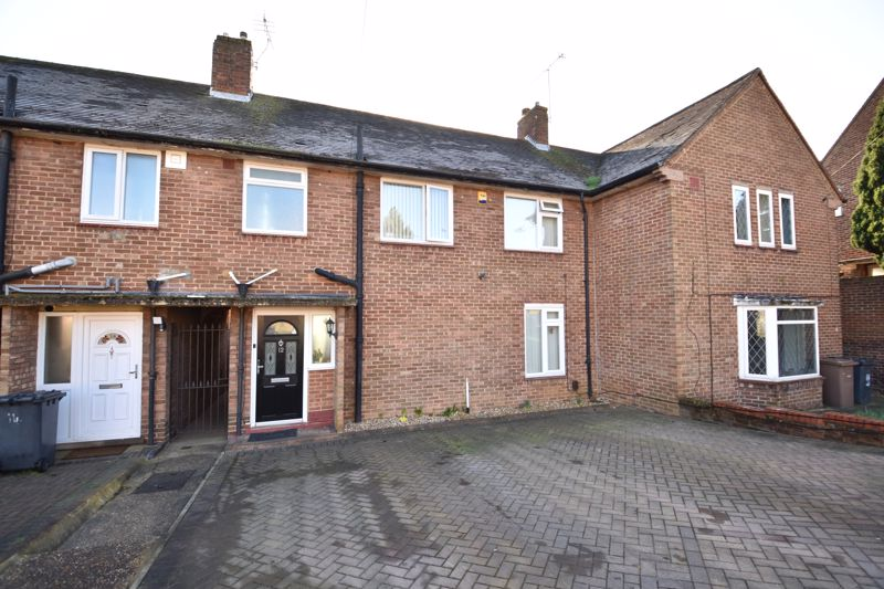 3 bedroom Mid Terrace to buy in Taunton Avenue, Luton