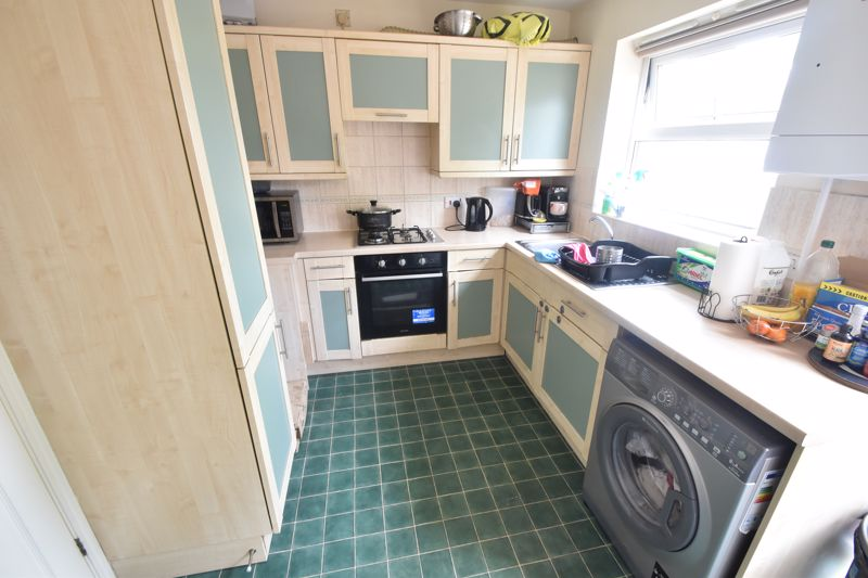 2 bedroom Mid Terrace to buy in Dartmouth Mews, Luton - Photo 3