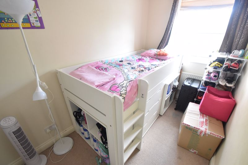 2 bedroom Mid Terrace to buy in Dartmouth Mews, Luton - Photo 5