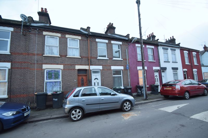 2 bedroom Mid Terrace to rent in Wimborne Road, Luton