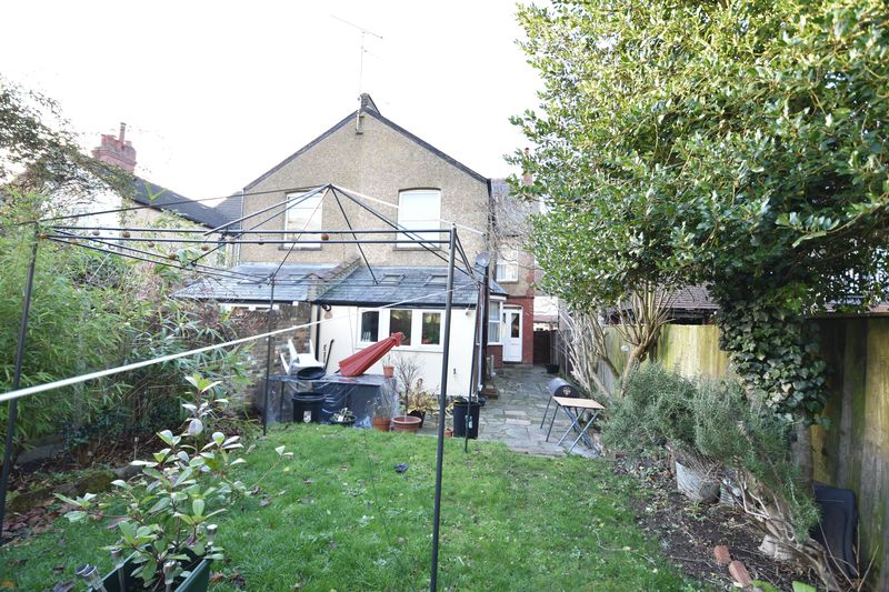4 bedroom  to buy in Tennyson Road, Luton - Photo 7
