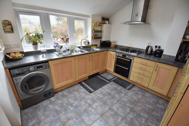 4 bedroom  to buy in Tennyson Road, Luton - Photo 16