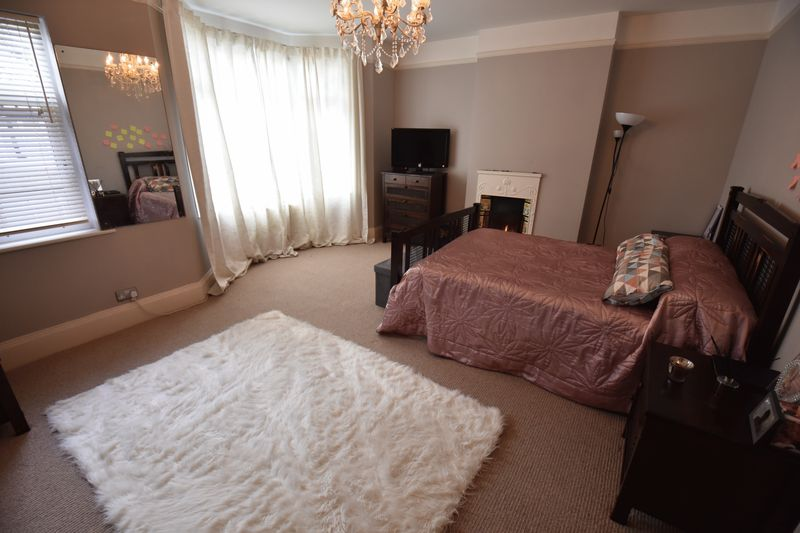 4 bedroom  to buy in Tennyson Road, Luton - Photo 17