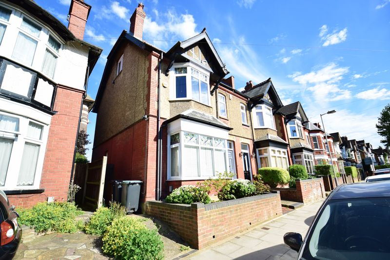 4 bedroom  to buy in Tennyson Road, Luton