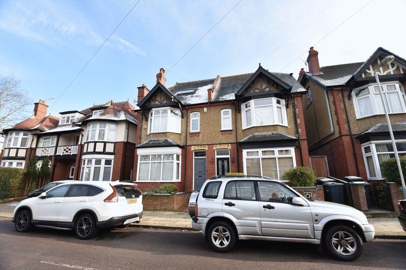 4 bedroom  to buy in Tennyson Road, Luton