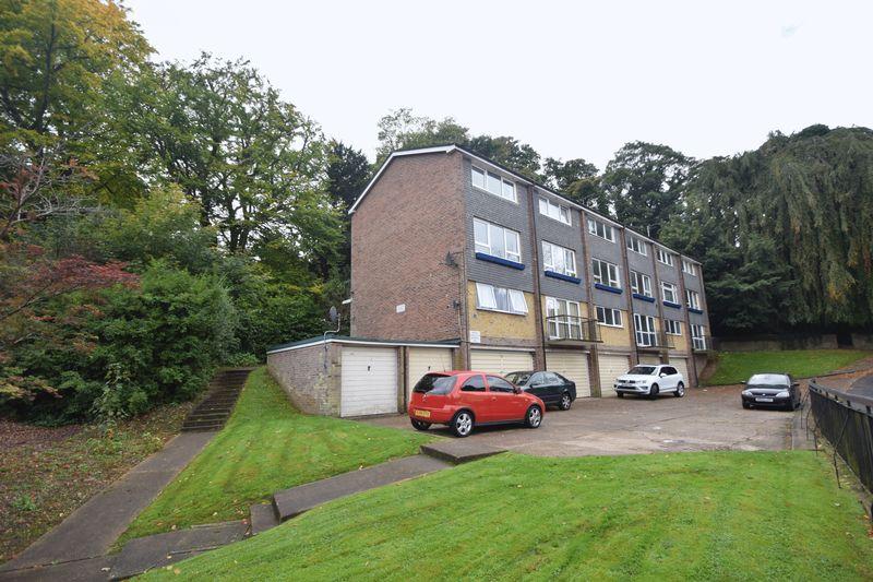 2 bedroom Maisonette to buy in Lawn Gardens, Luton