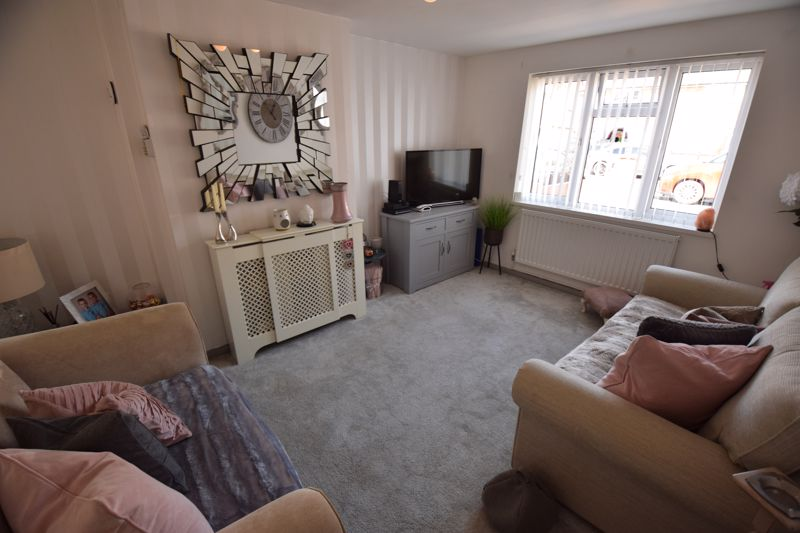 3 bedroom Semi-Detached  to buy in Chesford Road, Luton - Photo 2