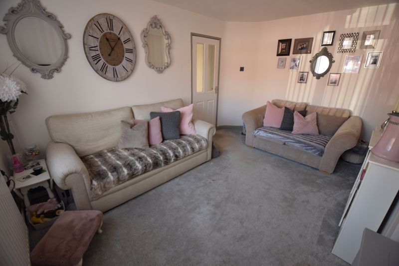 3 bedroom Semi-Detached  to buy in Chesford Road, Luton - Photo 3