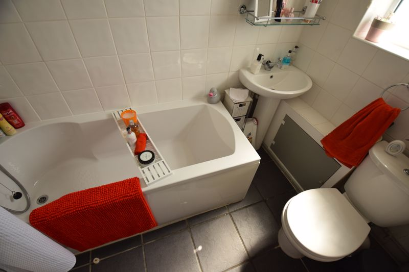 3 bedroom Semi-Detached  to buy in Chesford Road, Luton - Photo 5
