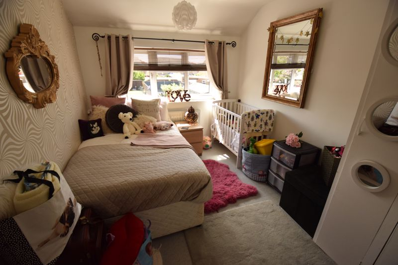 3 bedroom Semi-Detached  to buy in Chesford Road, Luton - Photo 8