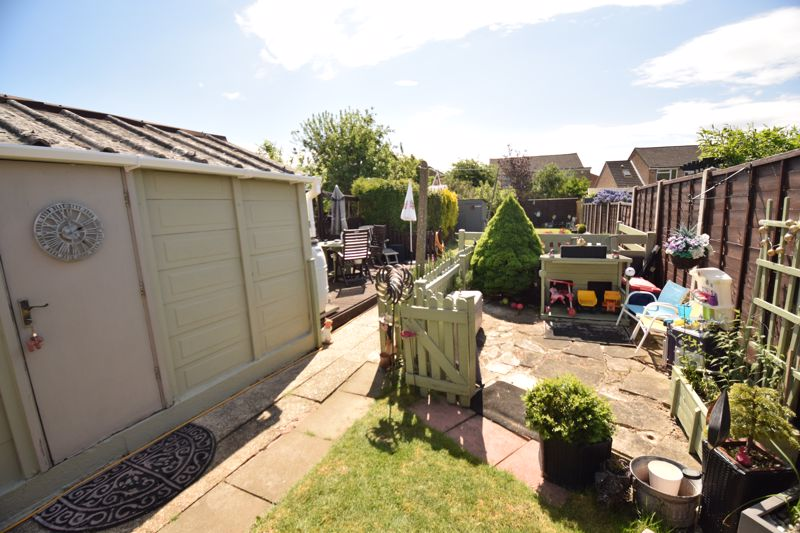 3 bedroom Semi-Detached  to buy in Chesford Road, Luton - Photo 11
