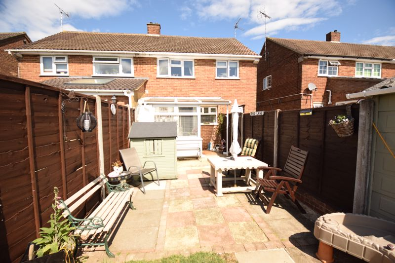 3 bedroom Semi-Detached  to buy in Chesford Road, Luton - Photo 12