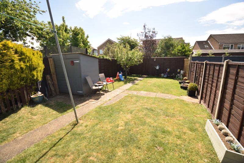 3 bedroom Semi-Detached  to buy in Chesford Road, Luton - Photo 14