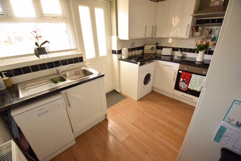 3 bedroom Semi-Detached  to buy in Chesford Road, Luton - Photo 17