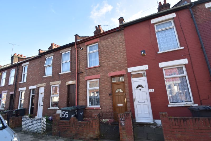 2 bedroom Mid Terrace to rent in Ash Road, Luton - Photo 12