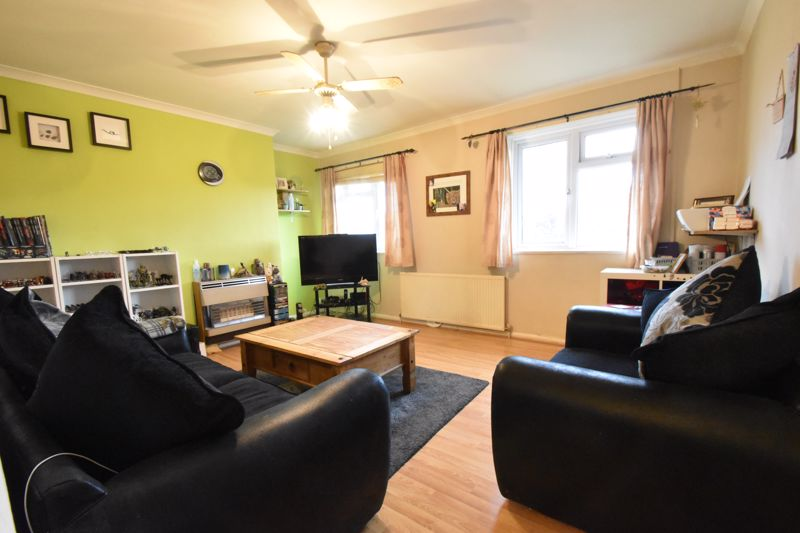 2 bedroom Flat to buy in Lalleford Road, Luton - Photo 2
