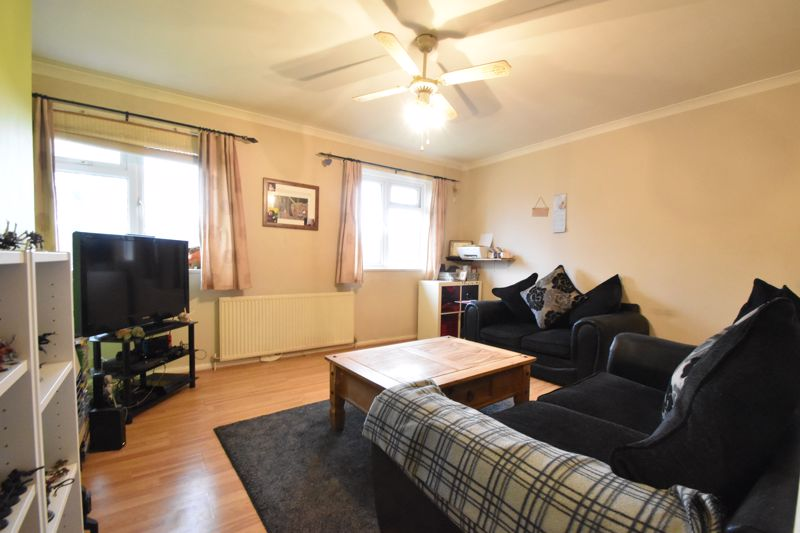 2 bedroom Flat to buy in Lalleford Road, Luton - Photo 3