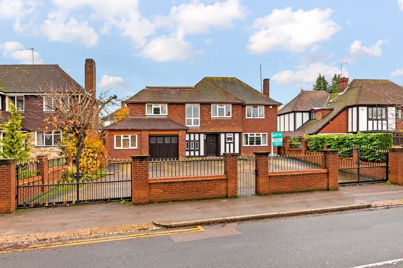 5 bedroom Detached  to buy in Old Bedford Road, Luton - Photo 1