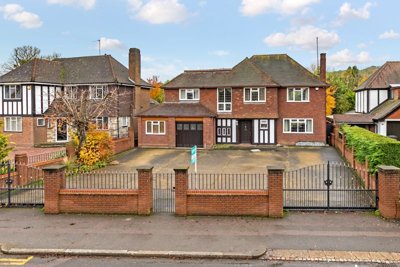 5 bedroom Detached  to buy in Old Bedford Road, Luton