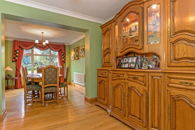 5 bedroom Detached  to buy in Old Bedford Road, Luton - Photo 8