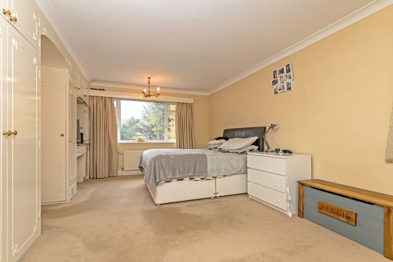 5 bedroom Detached  to buy in Old Bedford Road, Luton - Photo 16
