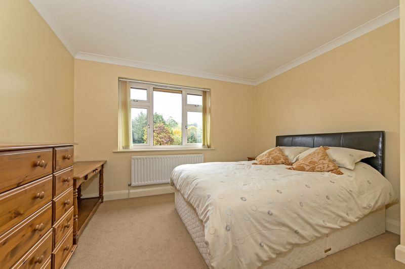 5 bedroom Detached  to buy in Old Bedford Road, Luton - Photo 20