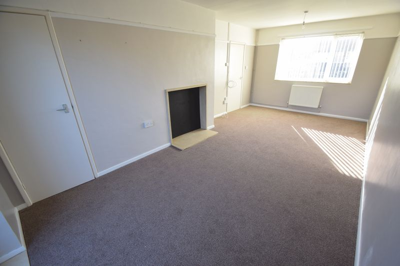 3 bedroom Semi-Detached  to rent in Littlechurch Road, Luton - Photo 4
