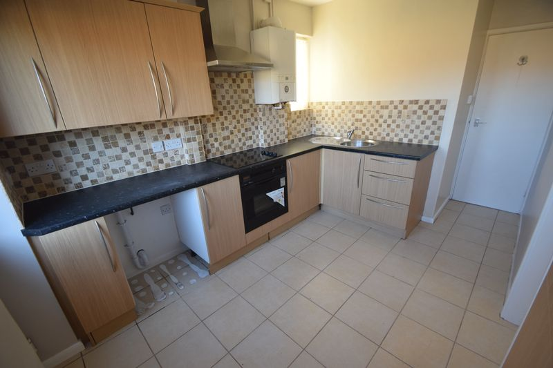 3 bedroom Semi-Detached  to rent in Littlechurch Road, Luton - Photo 12