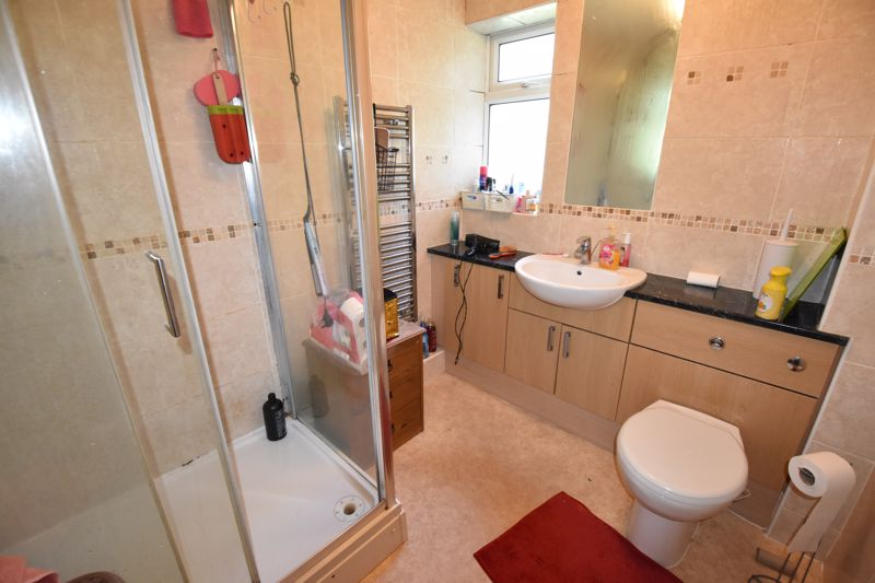 3 bedroom Flat to rent in Old Bedford Road, Luton - Photo 3
