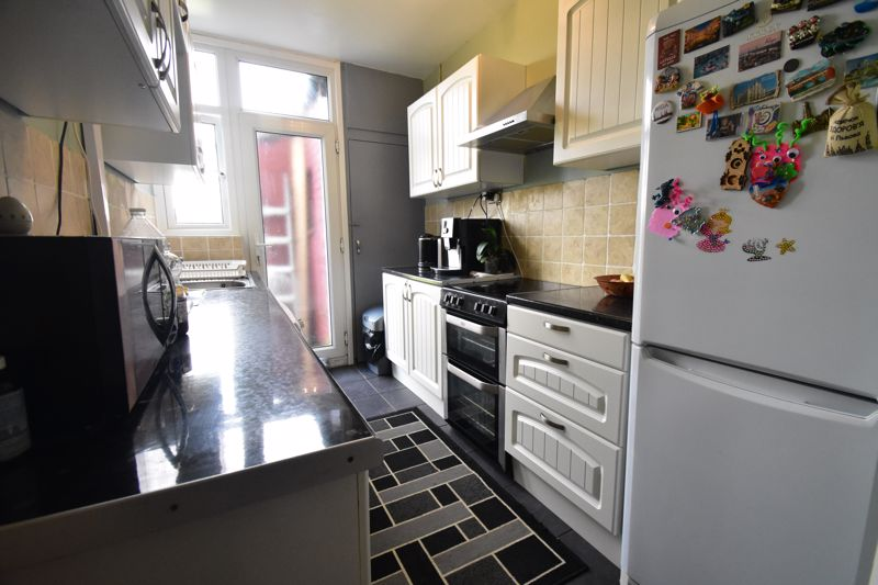 3 bedroom Mid Terrace to buy in Tower Road, Luton - Photo 1