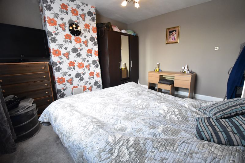 3 bedroom Mid Terrace to buy in Tower Road, Luton - Photo 7