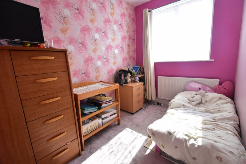 3 bedroom Mid Terrace to buy in Tower Road, Luton - Photo 8