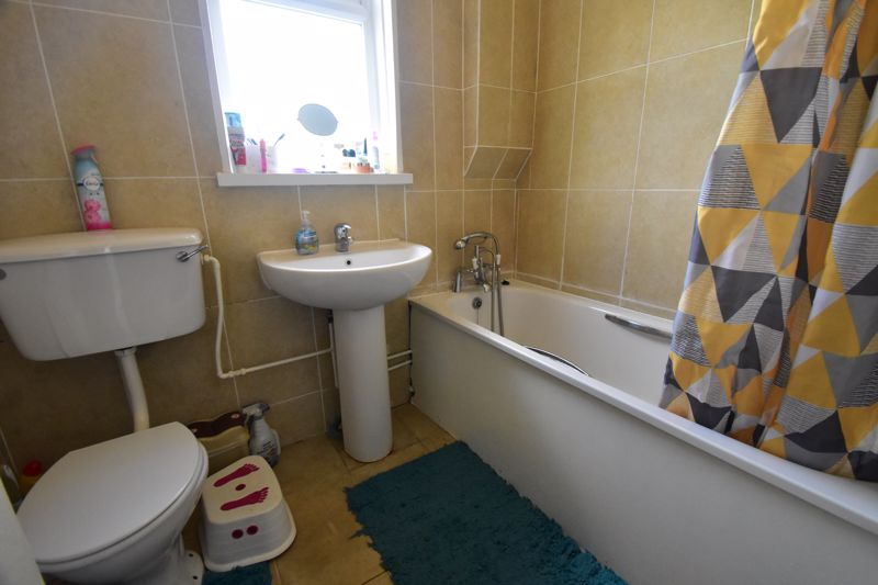 3 bedroom Mid Terrace to buy in Tower Road, Luton - Photo 9