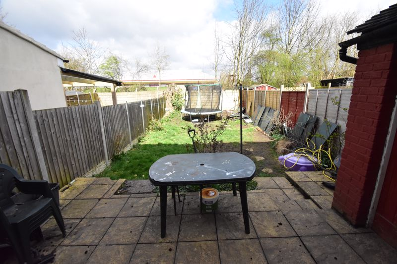 3 bedroom Mid Terrace to buy in Tower Road, Luton - Photo 12