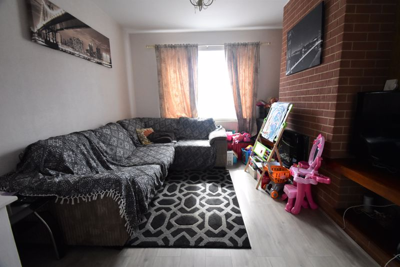 3 bedroom Mid Terrace to buy in Tower Road, Luton - Photo 18