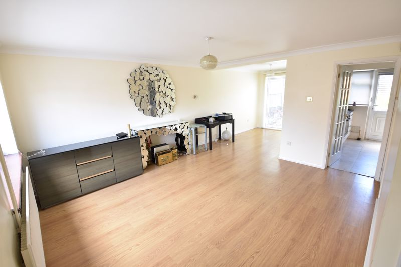 3 bedroom Semi-Detached  to buy in Oving Close, Luton - Photo 1