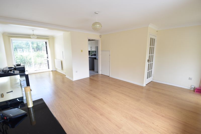 3 bedroom Semi-Detached  to buy in Oving Close, Luton - Photo 2