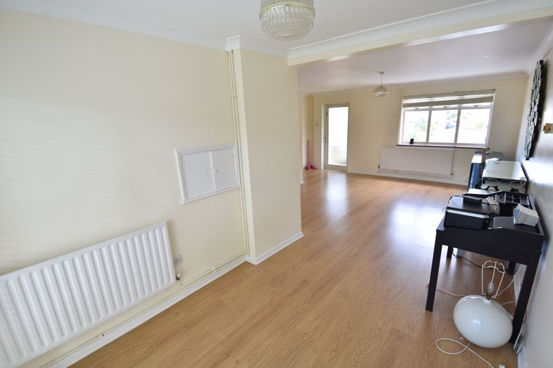 3 bedroom Semi-Detached  to buy in Oving Close, Luton - Photo 3